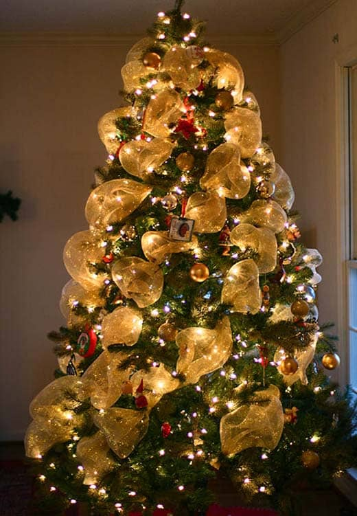 Описание: http://machopicture.com/images/christmas-trees/5518-christmas-tree-garland-ideas.jpg