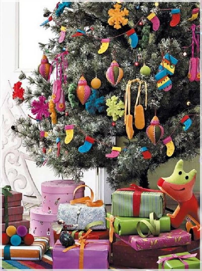 Описание: http://godfatherstyle.com/wp-content/uploads/2015/10/ideas-christmas-tree-for-children-room-decoration-.jpg